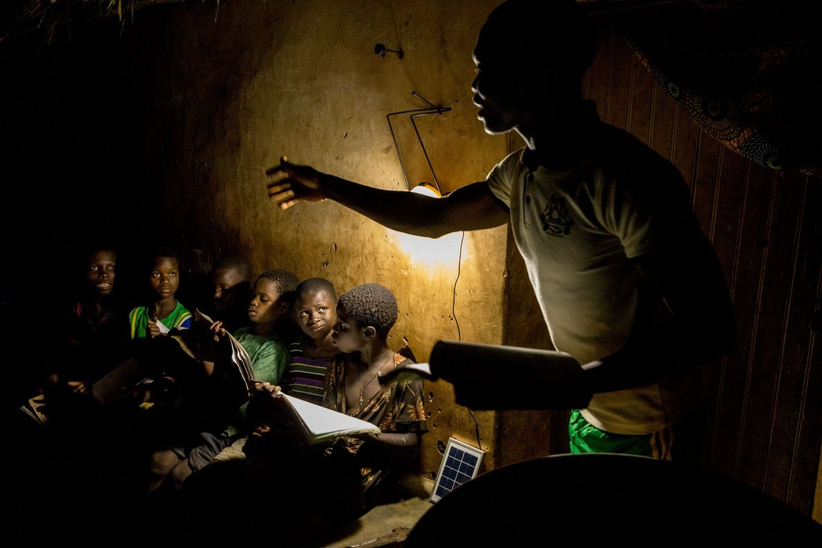 11,000 people live in the village de Gbekandji without access to electricity. Teacher René Justin Danssou ...