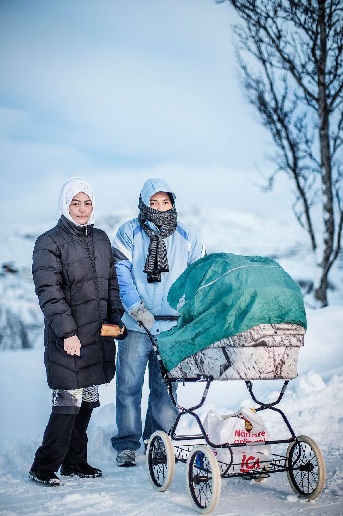 Foto: Saker Hossein Nabavi and his wife Sakine and their child