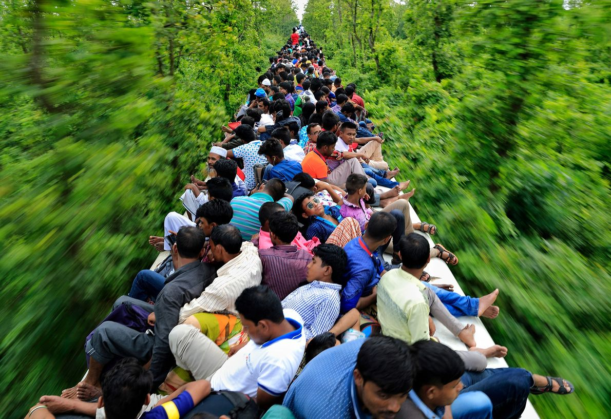 Picture of people riding on top of a train in Bangladesh