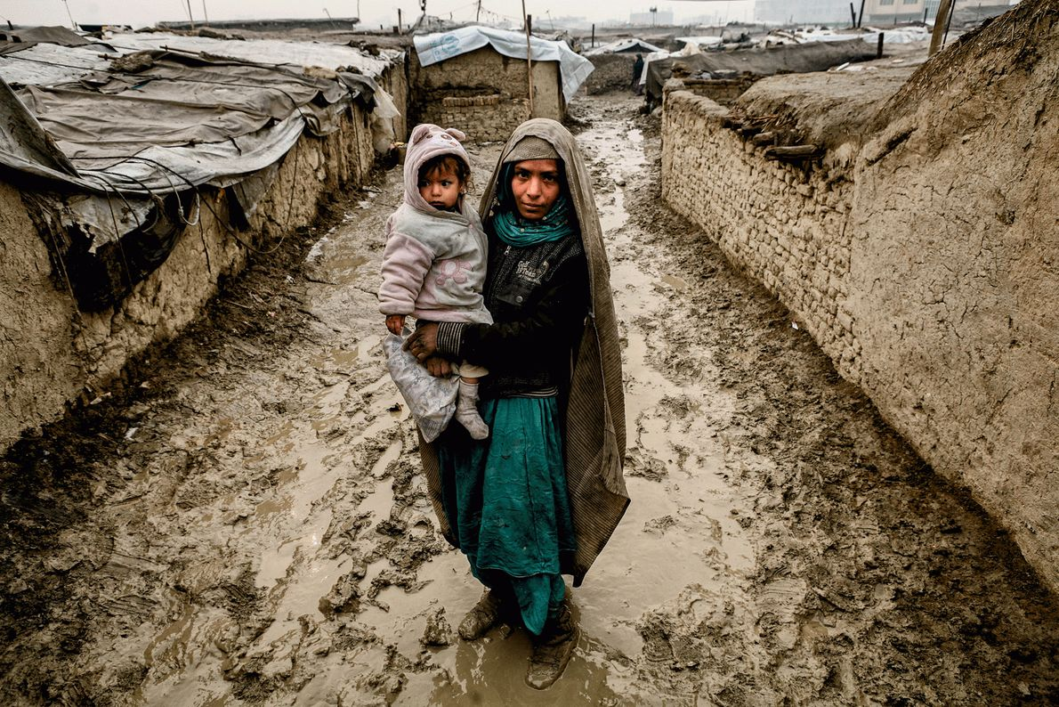 Picture of an internally displaced Afghan woman holding her child
