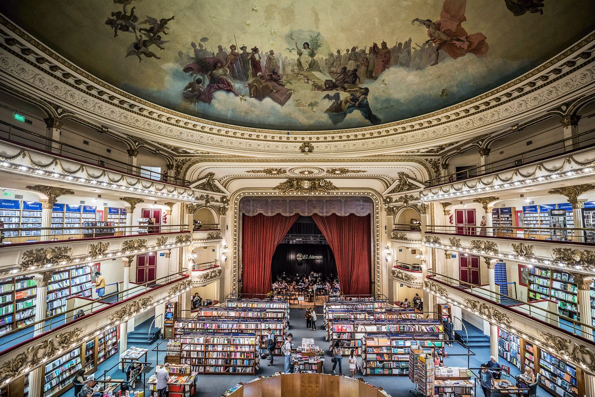 Picture of a book shop in an old theater in Buenos Aires