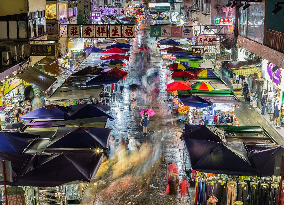 Picture of people shopping on Garden Street in Hong Kong