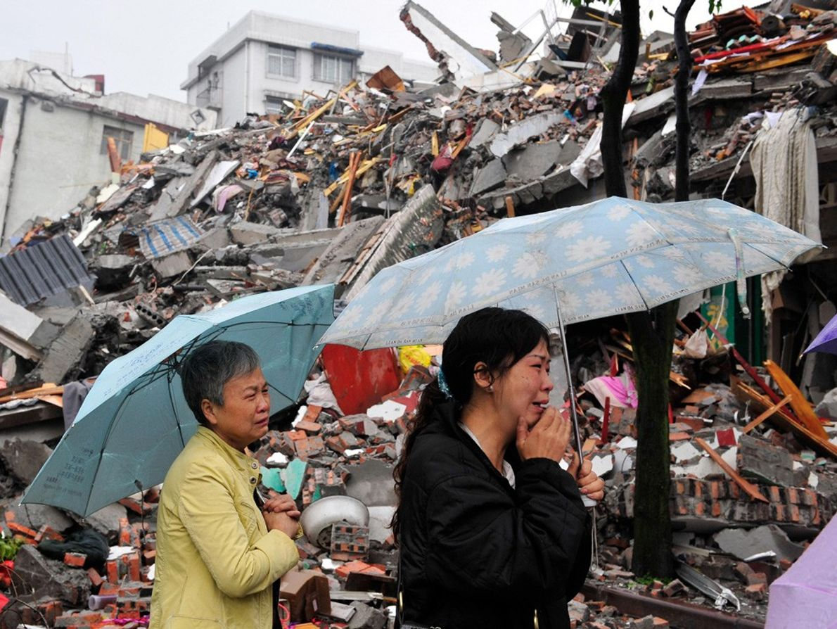 Mourning Earthquake Victims