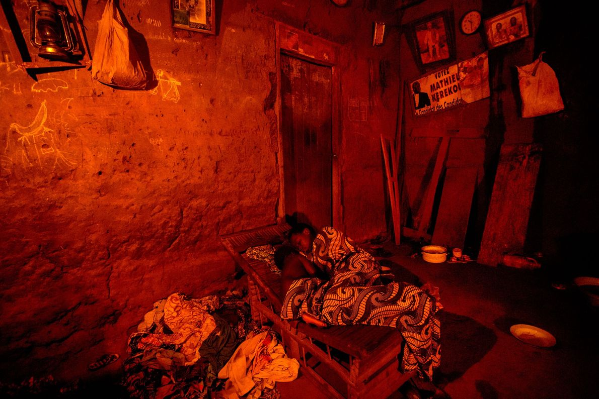 The village of Seahovo is without access to electricity. After having worked all day in the ...