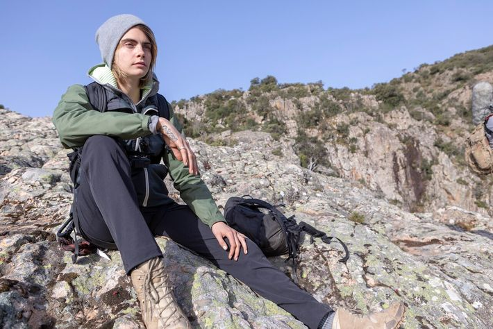 Sardinië, Italië - Cara Delevingne voor National Geographic's RUNNING WILD WITH BEAR GRYLLS.