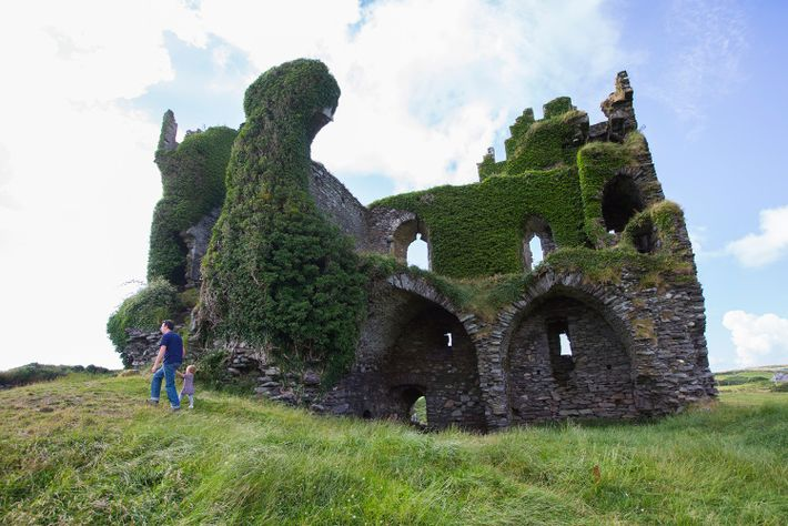 Ballycarberry Castle ligt op de route Ring of Kerry.