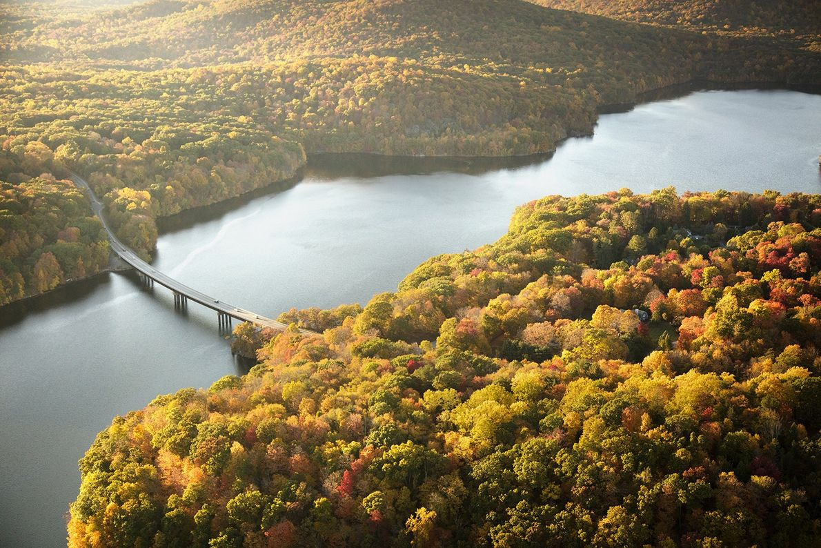 """Het stuwmeer New Croton is een smal reservoir in Westchester County in de staat New York, ..."