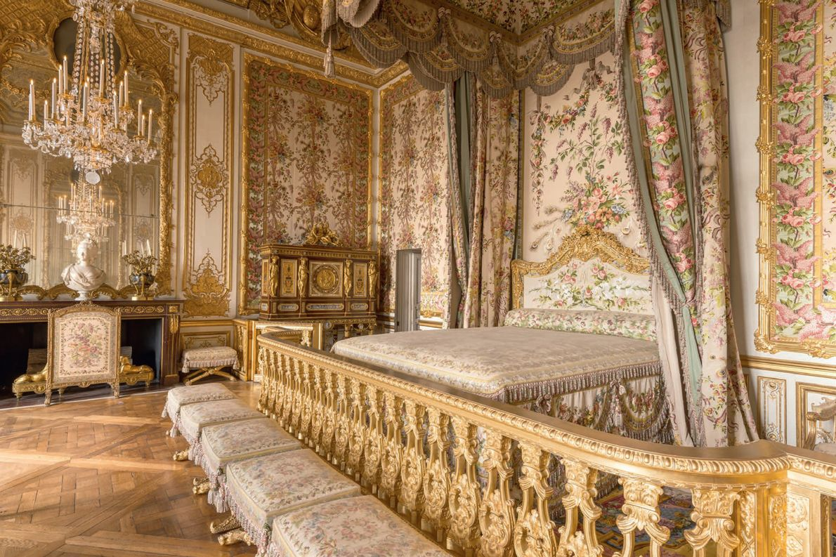 De Chambre de la Reine in het Grand Appartement de la Reine is gerestaureerd in de staat waarin ...